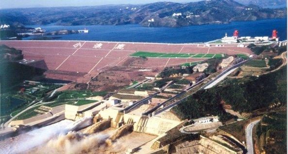 小浪底水利枢纽管理区坝后防汛交通桥区域环境整治